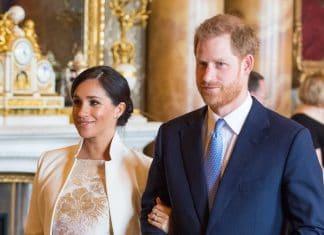 Meghan Markle e il Principe Harry sorridono a braccetto