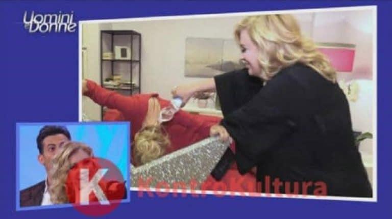 Anticipazioni Uomini e Donne, puntata di oggi 15 maggio: Gemma inzuppata d'acqua per colpa di Tina, Stefano la fa grossa (Video)