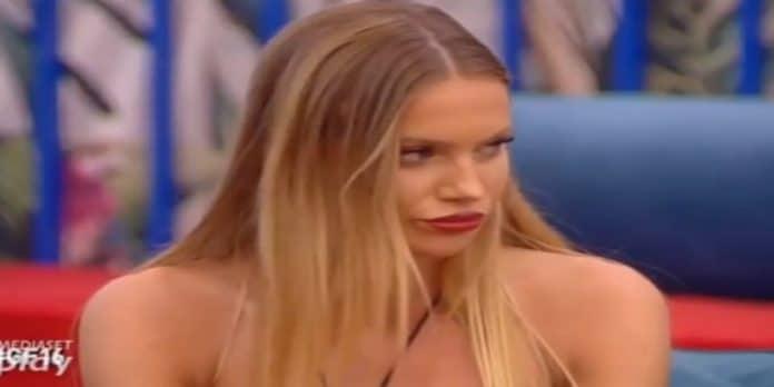 Grande Fratello 16 Taylor Mega zittisce Francesca De André