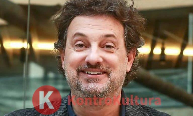 Leonardo Pieraccioni irriconoscibile, occhiaie e senza barba: la foto del nuovo look spiazza i fan