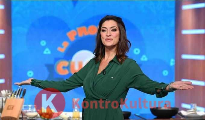 Elisa Isoardi risponde alle assurde accuse di pedofilia: lo sfogo sui social