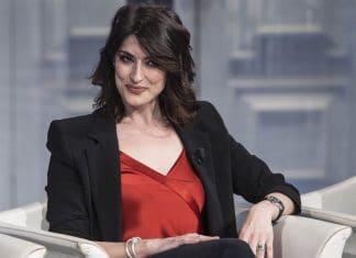 Elisa Isoardi sguardo ammiccante