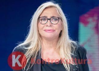 'Aiuto...' Mara Venier presa per i capelli: ecco cosa è successo alla conduttrice