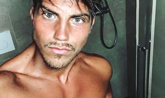 Daniele Dal Moro sotto la doccia