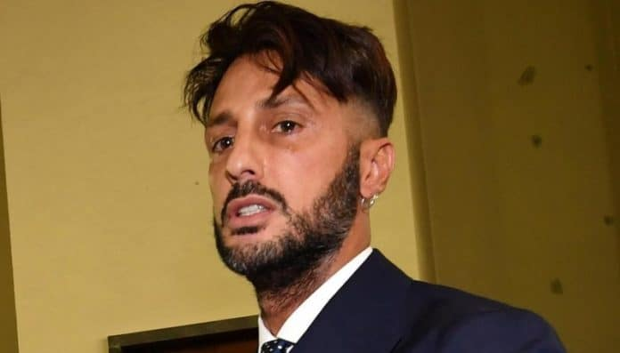 Fabrizio Corona, minacce dai detenuti? L'avvocato svela tutto, presto in libertà