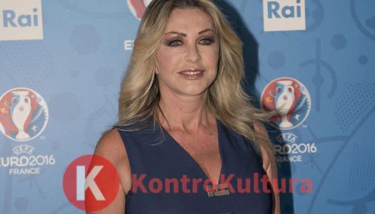 Paola Ferrari, il volto sfregiato dal cancro: il disperato appello della conduttrice sportiva (Foto)