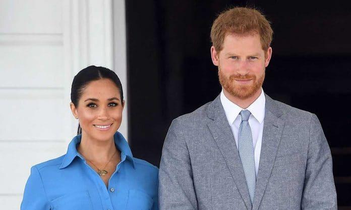 Meghan Markl e il Principe Harry eleganti e sorridenti