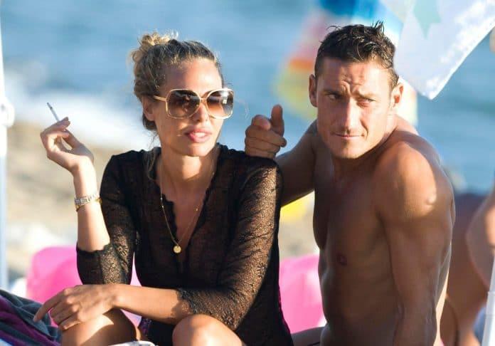 Totti e Ilary in vacanza al mare