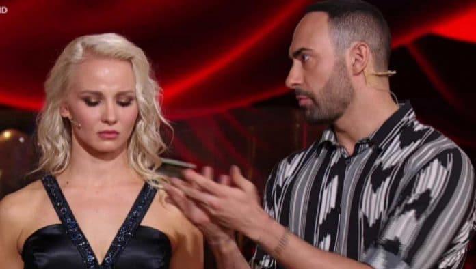 A Ballando con le Stelle Stefano Oradei e Veera Kinnunen discutono