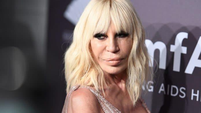 Donatella Versace in primo piano
