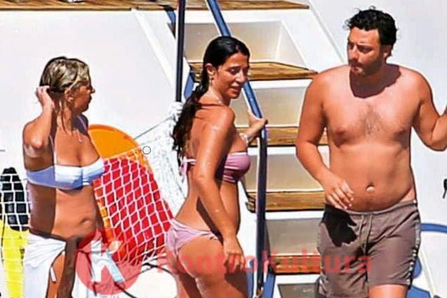 Maria De Filippi e Raffaella Mennoia su uno yacht