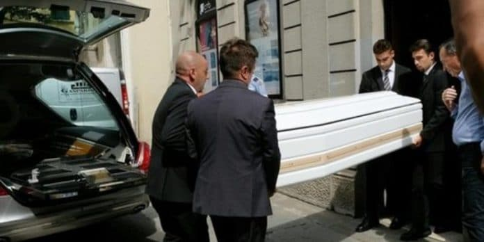Nadia Toffa, polemiche durante i funerali: alcuni fan volevano la diretta