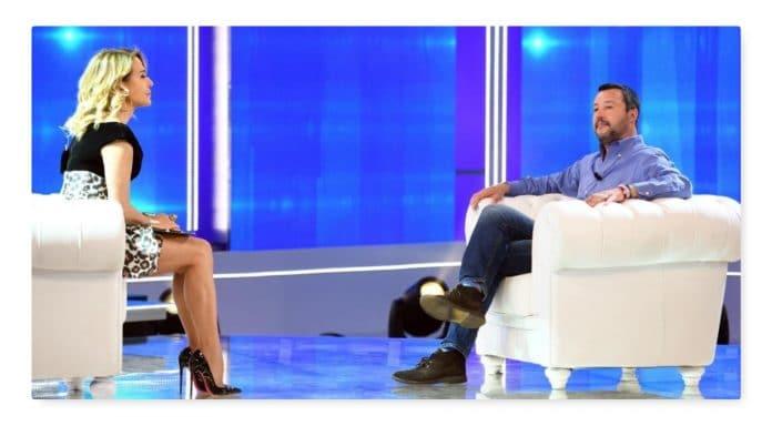 Live Non è la D'Urso, Matteo Salvini criticato da Asia e Alba: i fan attaccano la conduttrice