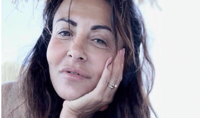 Sabrina Ferilli irriconoscibile, viso gonfio e zigomi marcati: la foto senza trucco sconvolge