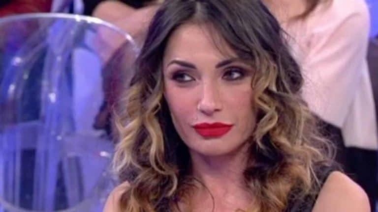Ida Platano bollente: lo stacco di coscia è esagerato (FOTO)