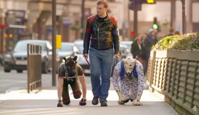 """""""Transspecies"""", gli uomini-cane esistono: ecco chi sono e cosa fanno"""