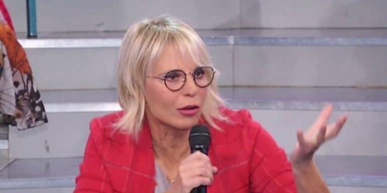 """Maria De Filippi difende Giulio dalle segnalazioni, ma il web sbotta: """"Hai perso di credibilità"""""""