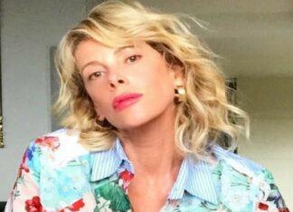 Alessia Marcuzzi infiamma il web: lo scatto a luci rosse fa impazzire