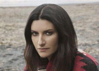 Laura Pausini irriconoscibile, il nuovo look lascia senza parole: bionda, magra e... (Foto)