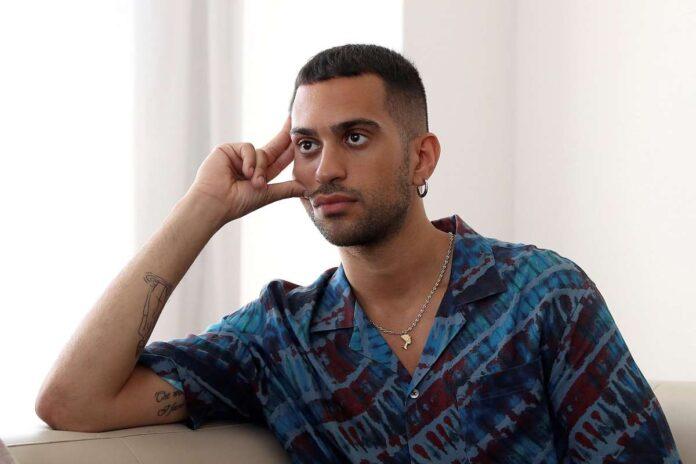 Mahmood: esce una foto sul suo lato B