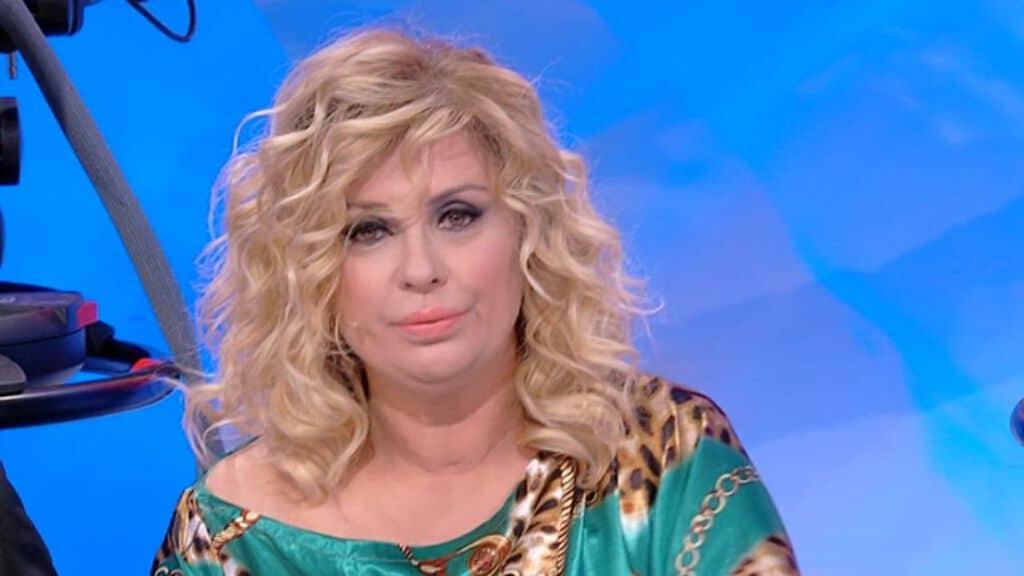 Uomini e Donne, anticipazioni 3 marzo: Tina Cipollari aggredisce un fan di  Gemma Galgani