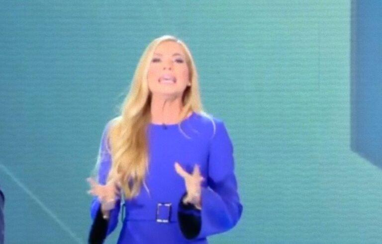 """""""Basta, mettitelo in testa…"""": Federica Panicucci zittisce un suo ospite, il rimprovero in diretta"""