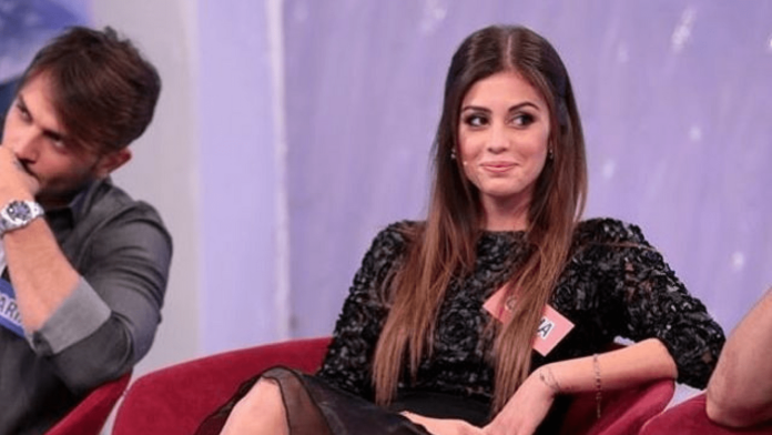 Giulia Latini confessa di essersi rifatta il seno