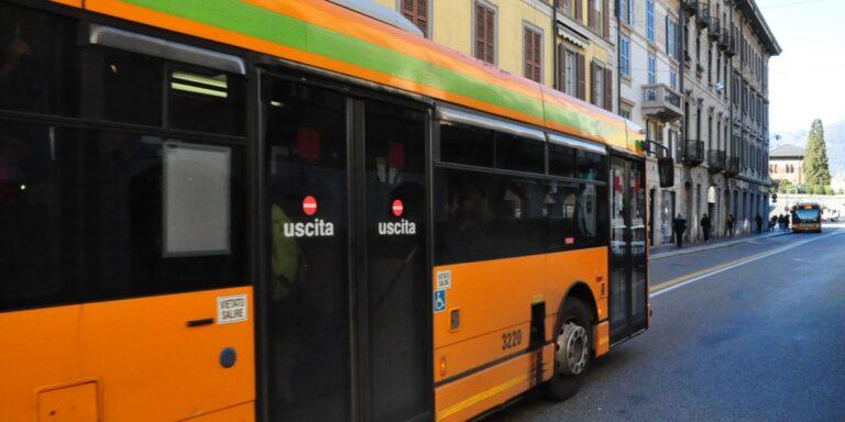 Razzismo in autobus: ragazza in lacrime, vittima della sua gentilezza