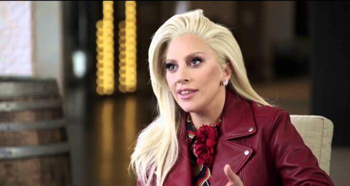 Lady Gaga sorridente