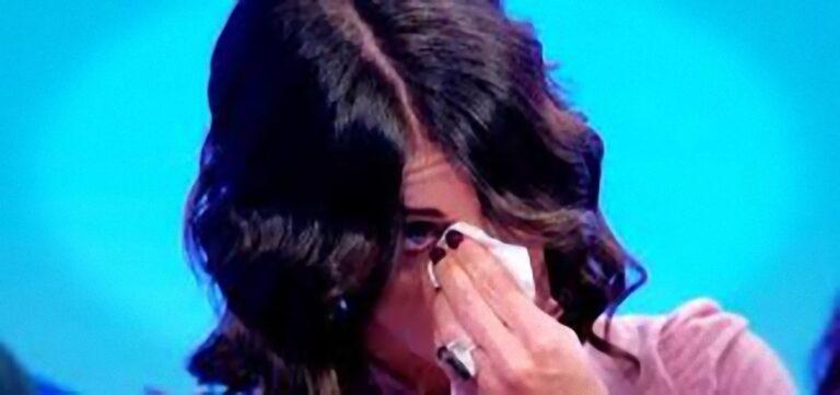 Uomini e Donne, anticipazioni puntata di oggi 28 ottobre 2020: Valentina in lacrime, segnalazione su un corteggiatore