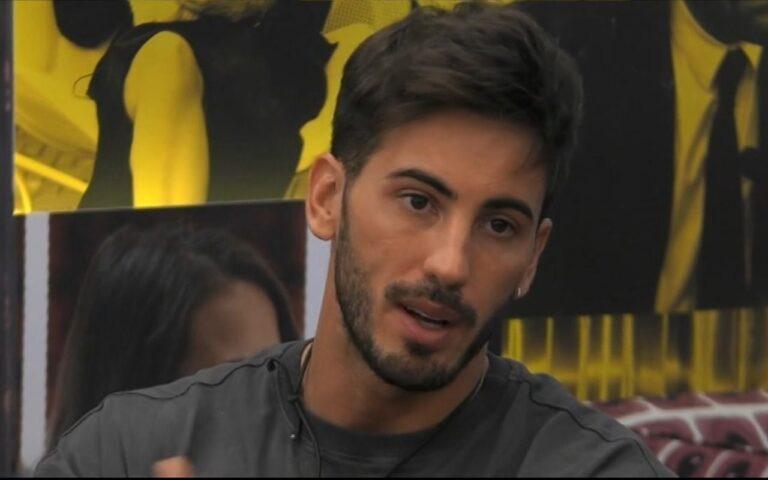 Ivan Gonzalez shock, in diretta la sua compagna di reality annuncia: 'Ho un ritardo'