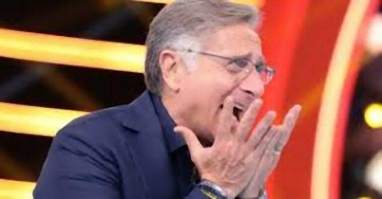 """""""Copriti il sedere signorina…"""": Paolo Bonolis in forte imbarazzo, il lato B della Bonas scatena il panico [FOTO]"""