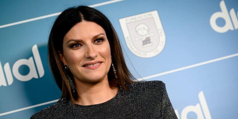 """Laura Pausini infuriata, sfogo sui social: """"Non posso giustificare questa cosa"""""""