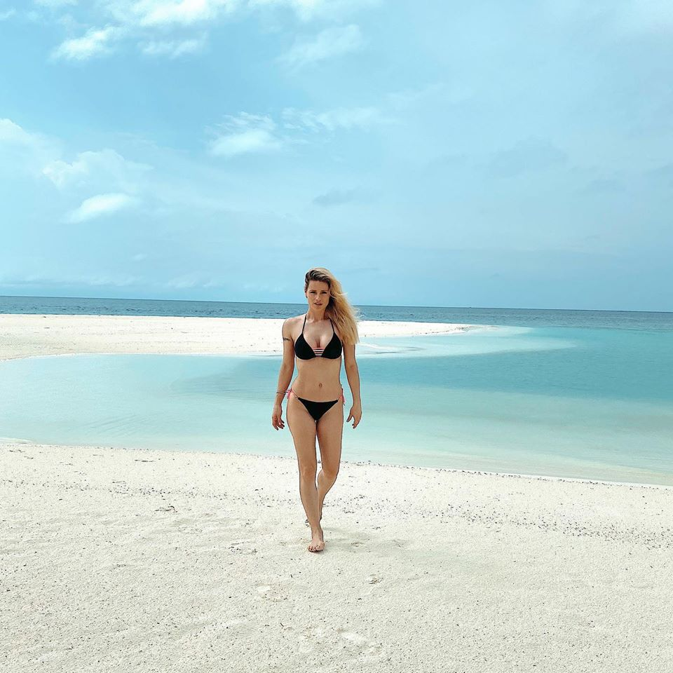 Michelle Hunziker, fisico da urlo in un bikini super piccant