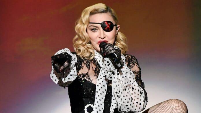 Madonna hot in certo: fa allusioni al sesso orale