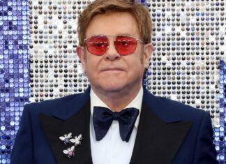 Elton John sta male durante un concerto