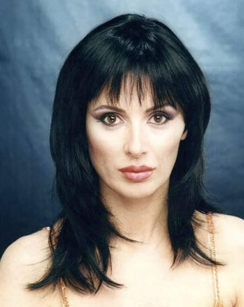 Tina Cipollari irriconoscibile: magrissima e con capelli ner