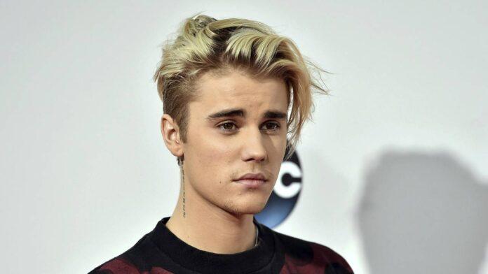 Justin Bieber fa sorpresa ad una fan, ma lei è nuda a letto