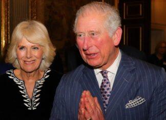 Il principe Carlo assieme a sua moglie Camilla