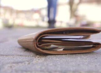 Trova portafogli in strada