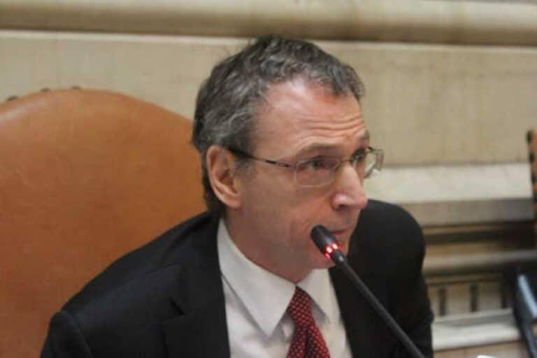 """Sospeso il magistrato Mario Fresa: avrebbe """"pestato"""" la moglie"""