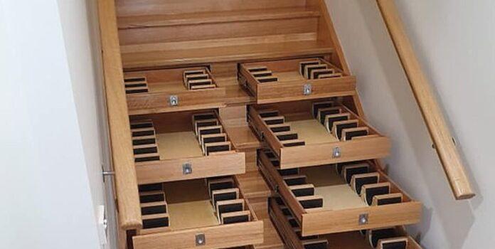 Teche per il vino nei gradini delle scale
