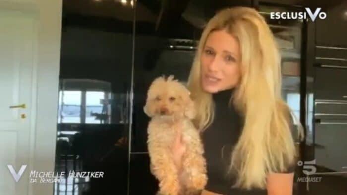 Michelle Hunziker col suo cagnolio