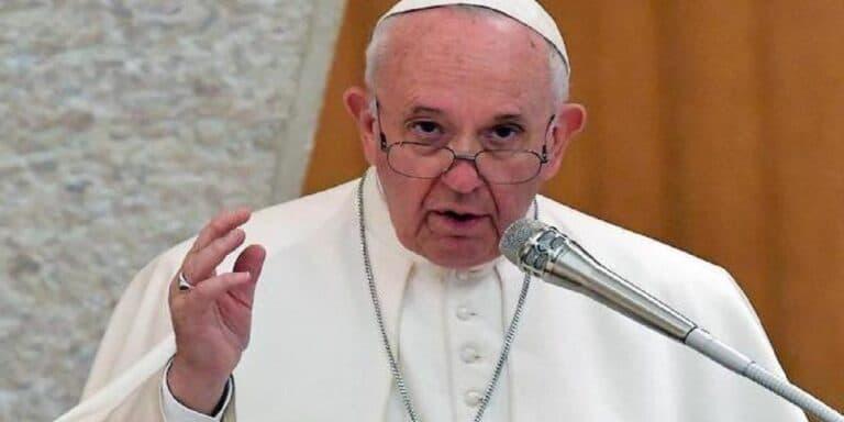 Papa Francesco chiama in diretta la Bianchetti su Rai 1