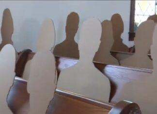 Invitati di cartone in chiesa