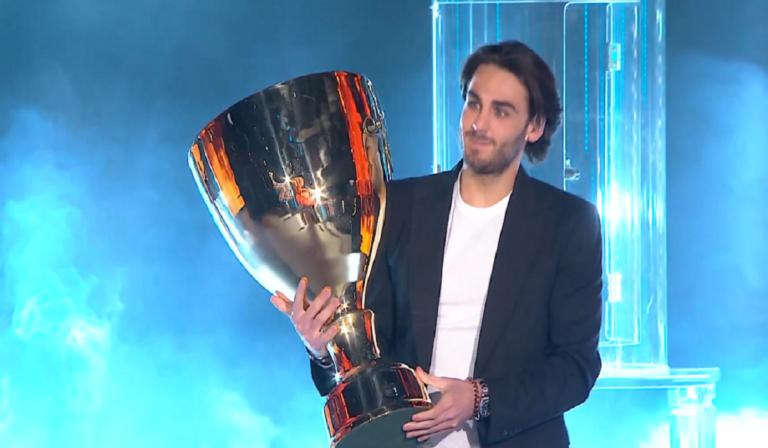 Alberto Urso porta la coppa ad Amici 2020, parole stupende (Video)