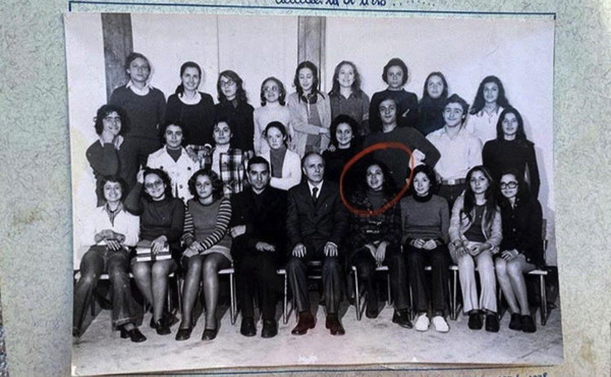 Barbara D'Urso nella sua vecchia classe del Ginnasio 1971/72