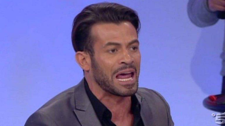 """Uomini e Donne, Gianni Sperti: """"A letto con lui? Sei scema, fattelo dire"""", frase choc contro una dama"""