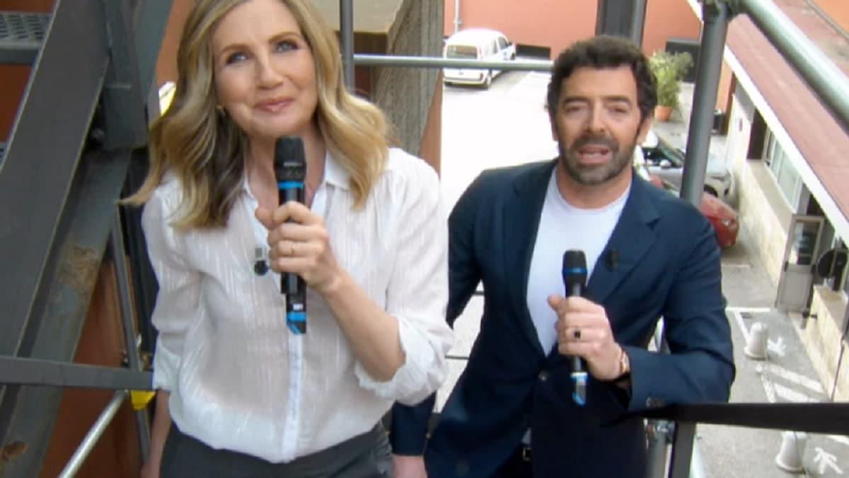 Lorella Cuccarini e Alberto Matano all'esterno