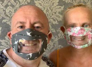 Carl e Justin e mentre indossano la mascherina trasparente sulla bocca